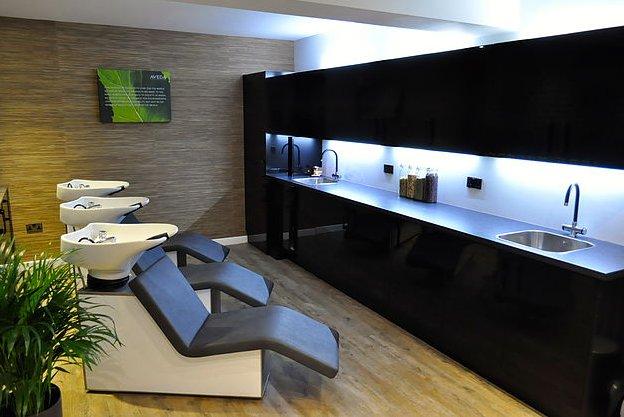 Frisor hair salon & wellness centre in Hale